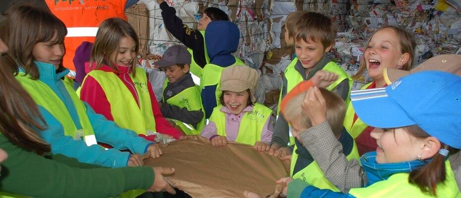 Kinder beim Kläranlagenfest